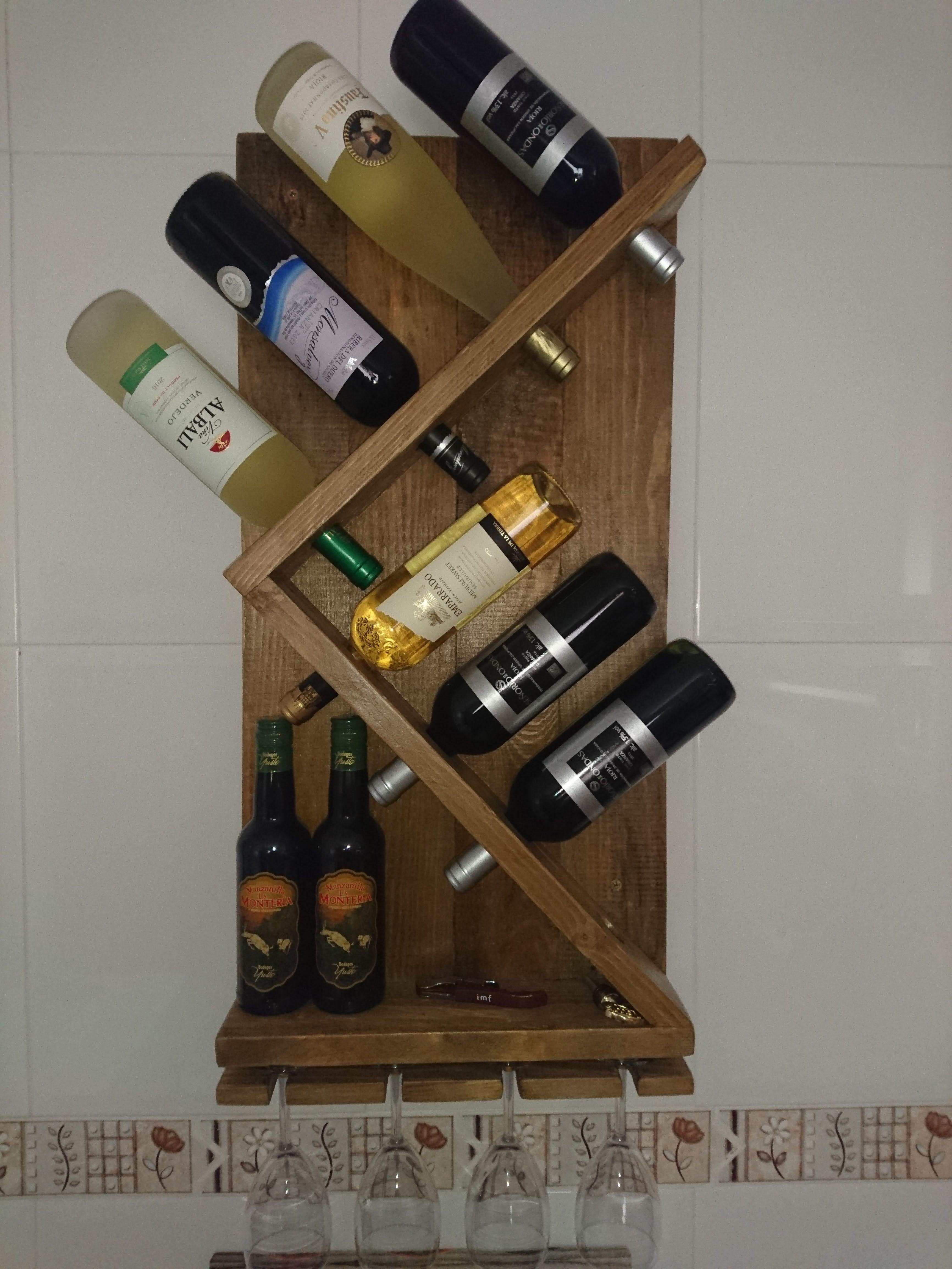 Mueble Práctico Y Rústico Botellero Mas Copas. Sencillo De Realizar Y Muy  Decorativo.