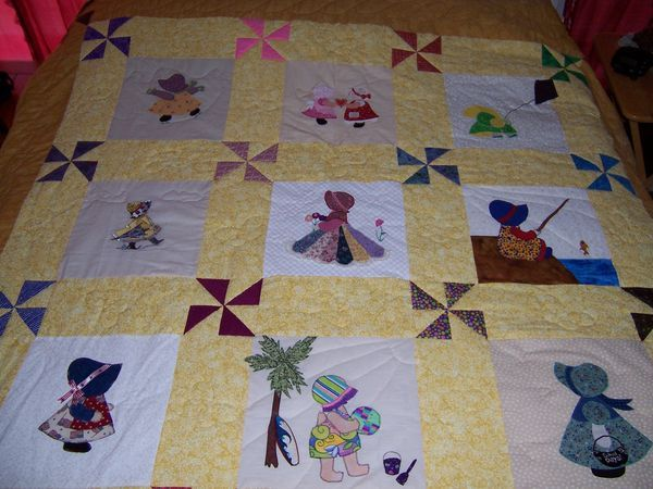 sun bonnet sue quilt   I have 2 almost like this from my grandma #sunbonnetsue