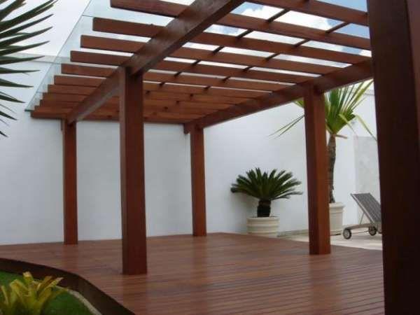 Garagem com pergolado de madeira, vidro e policarbonato mis - como decorar un techo de lamina