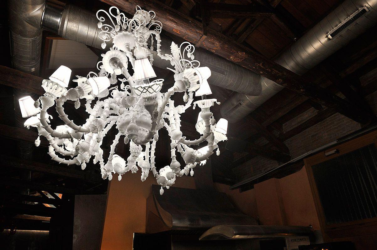 ALGIUBAGIO Restaurant - Venice IT #chandelier #interiors #design
