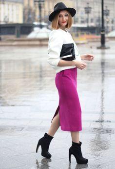 c15e7e0f02 Fabulous fuchsia midi pencil skirt with a white top and black accessories.  | Lookbook | Pencil skirt outfits, Fashion, Skirt outfits