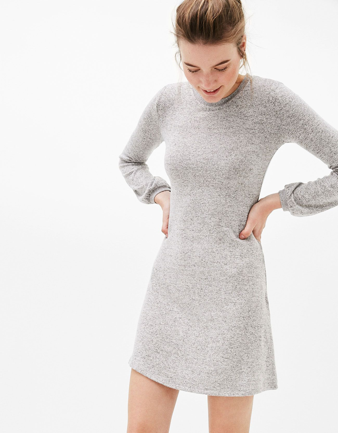 A line dress with puffy sleeves. Discover this and many more items in Bershka with new products every week