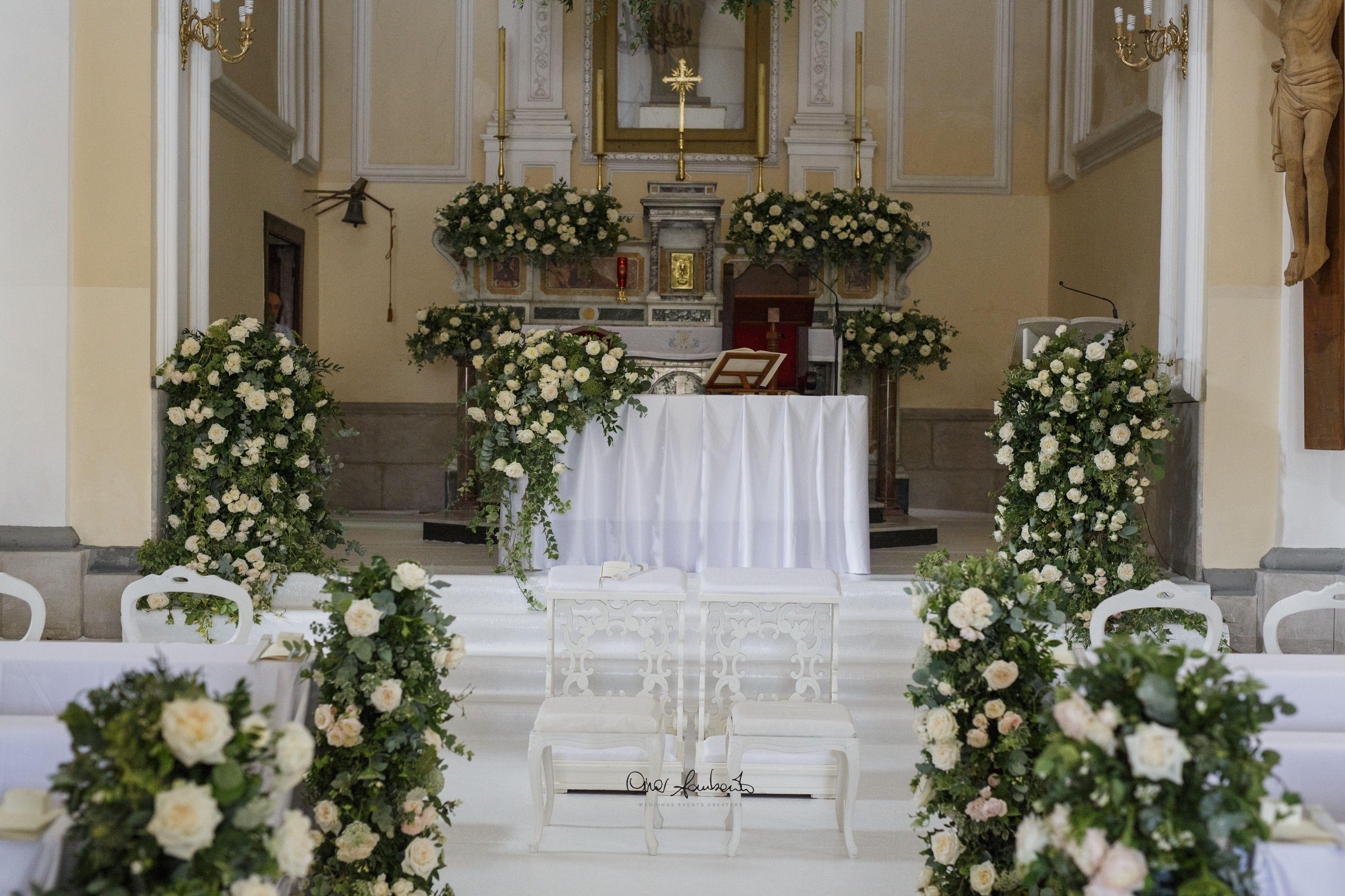 Allestimenti Floreali Altare Nuziale Nel 2020 Wedding Planner Altare Fiori Per La Chiesa