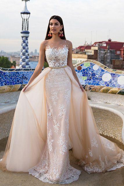 2017 Vintage Overskirt White Wedding Dresses Plus Size Lace Appliques Wedding Dress Court Train Arabic Country Illusion Neck
