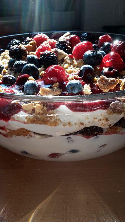 Quarkcreme mit Beeren und Cantuccini von JoMaLuCh | Chefkoch