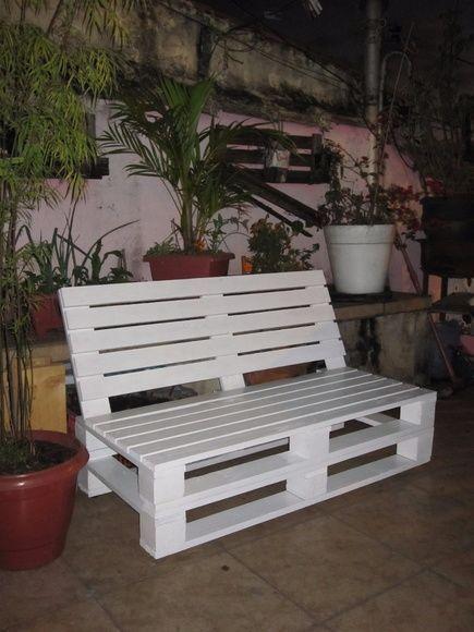 Sofas in Paletten mit verstellbarer Rückenlehne, zwei Sitze. (Begleitet dies nicht
