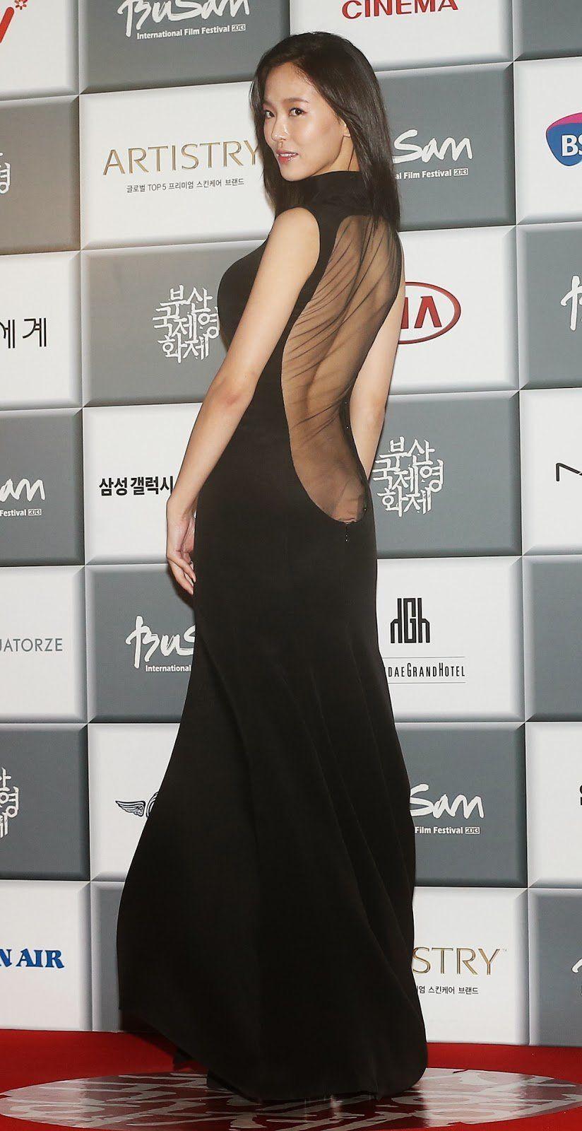 Kang Han Na Speaks Up About Her Revealing Dress Koogle Tv Gaun Karpet Merah Gaun Gaun Prom Merah