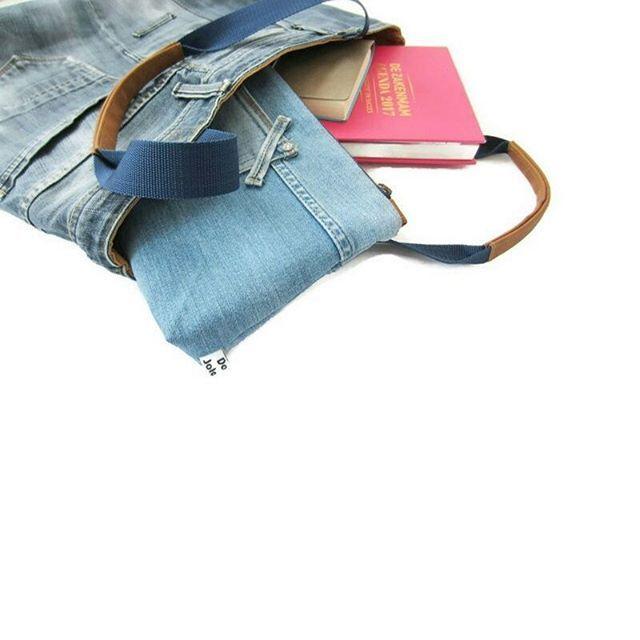 Maandag avond, de kop is van de week af! Heb je nog mooie plannen in de agenda staan? Ik gebruik de grote Zakenmam agenda voor al mijn creatieve plannen. Fijne week! Shopper en etui in de shop. . . . . #jeanslover #jeans #shopper #letsgooutside #recycle #recycledejeans #jeansbag #casual #blue #jeansforever #lovebags #fashion #ss17 #doorjolanda #goshopping #handmadebags #mybag #workessentials #doorjolanda #denim #rawdenim #reuseddenim #rawjeans #rawdenim #thisweek #makingplans