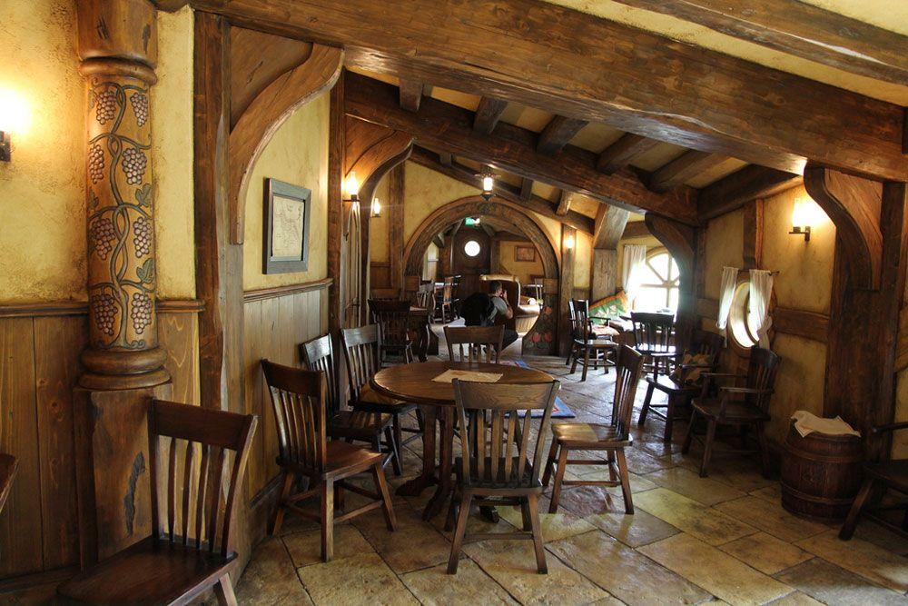 Hobbit Style Homes Themed Green Dragon Pub Opened In Hobbiton Near Matamata New
