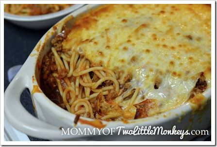 Simple Baked Spaghetti, this is such a simple but fantastic meal. I added red pepper to give it a kick