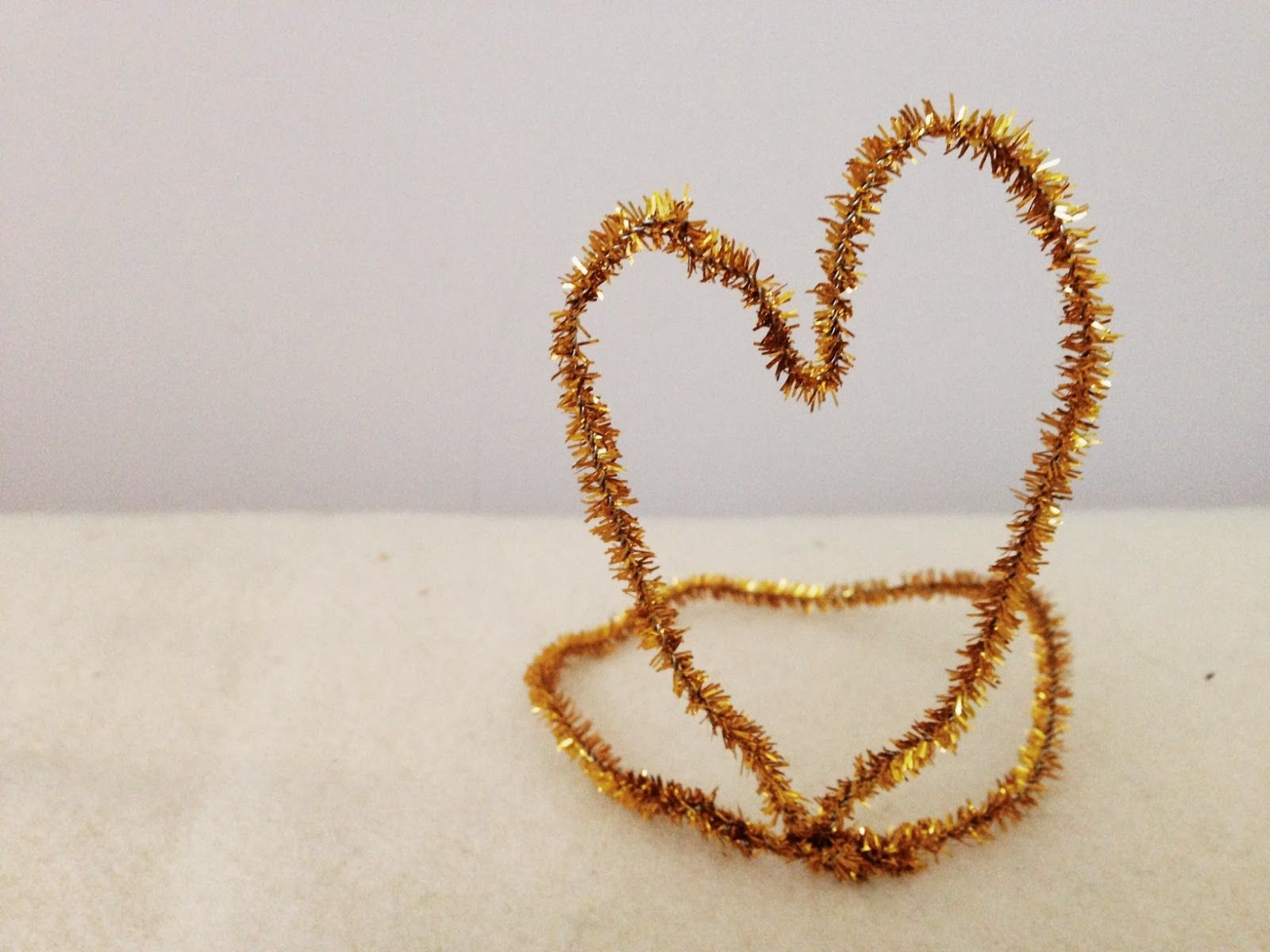 Gold Crowns http://lovelylittledays.blogspot.ca/2014/01/pipe-cleaner-crowns.html
