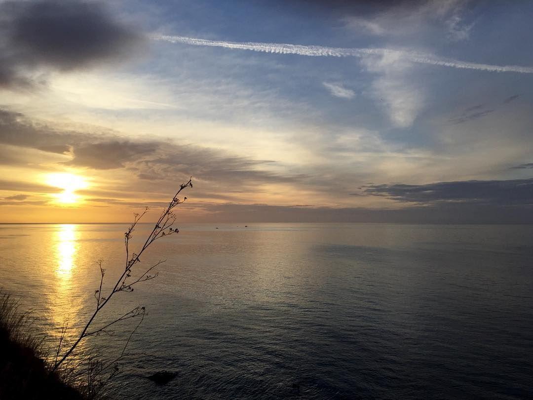On instagram by olaya_yoga #landscape #contratahotel (o) http://ift.tt/1Pu4JAe La vida es bella     #amaneceres #amanecer #amanecermalagueno #sunrise #sunrise_sunsets_aroundworld #sunriselovers #estaes_natura #estaes_malaga #estaes_andalucia #nature #lovenature #meditation #morningmeditation #naturaleza #skyporn #sky #cielos #playas #playasdemalaga #nubes  #paisajes #paisajesdemalaga #estas_cielos #pf_graphics #instantes_fotograficos #arte_of_nature #naturaleza_spain #sunsetsmax…