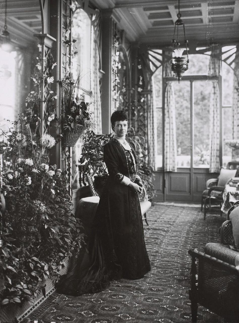 Dowager empress Dagmar-Maria Fyodorovna i(26 Nov 1847-13 Oct 1928) Denmark in Hvidøre, Denmark, wife of Alexander III (Alexander Alexandrovich Romanov) (10 Mar 1845-1 Nov 1894) Russia.