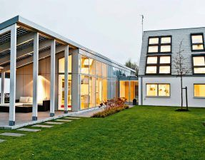 "Modern ""zero energy home"" by LichtAktiv Haus ..."