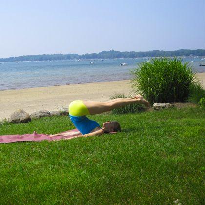 how to do shoulder stand  shoulder stand hatha yoga for