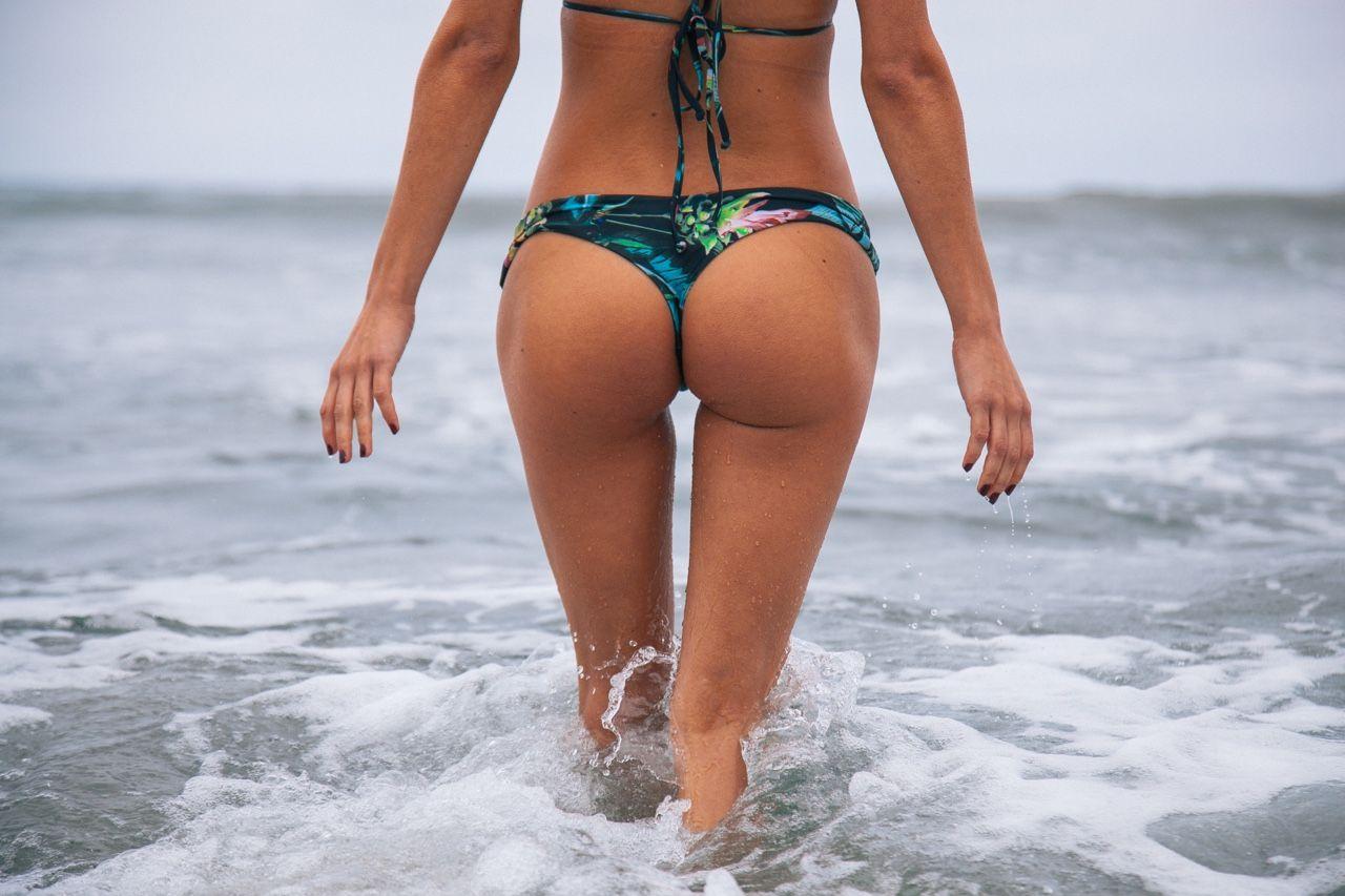 Dessie mitcheson brittney alger brittney glaze and mayra tinajero bikini butts