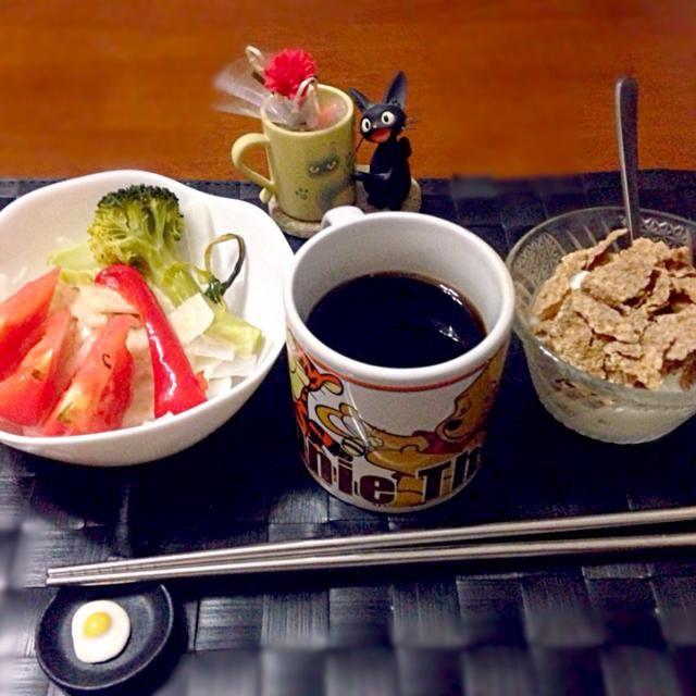 今朝の自宅モーニング☕️ - 49件のもぐもぐ - サラダ&シリアルヨーグルト☕️ by manilalaki