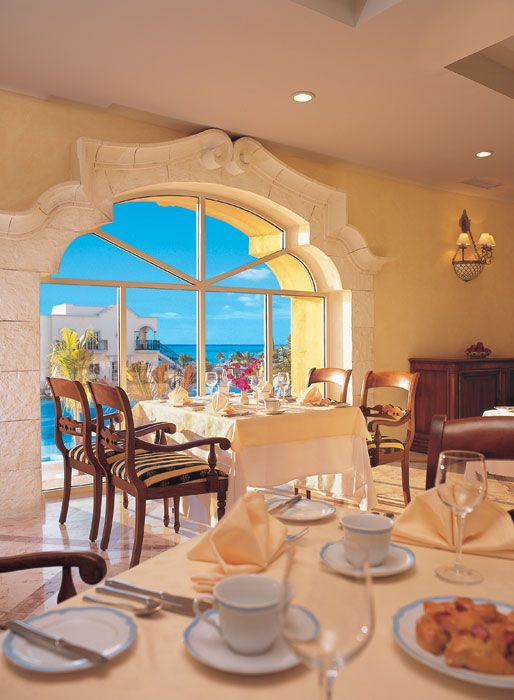 The La Riviera Restaurant, overlooking the pool area, offers breakfast and lunch buffets with a variety of international specialty items and classics, and a themed dinner buffet each night.