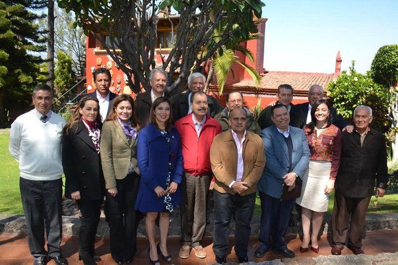 En reunión con miembros de la dirigencia nacional del tricolor, el dirigente estatal, Víctor Silva, reconoció el trabajo de los ex presidentes del tricolor en Michoacán y los invitó a ...
