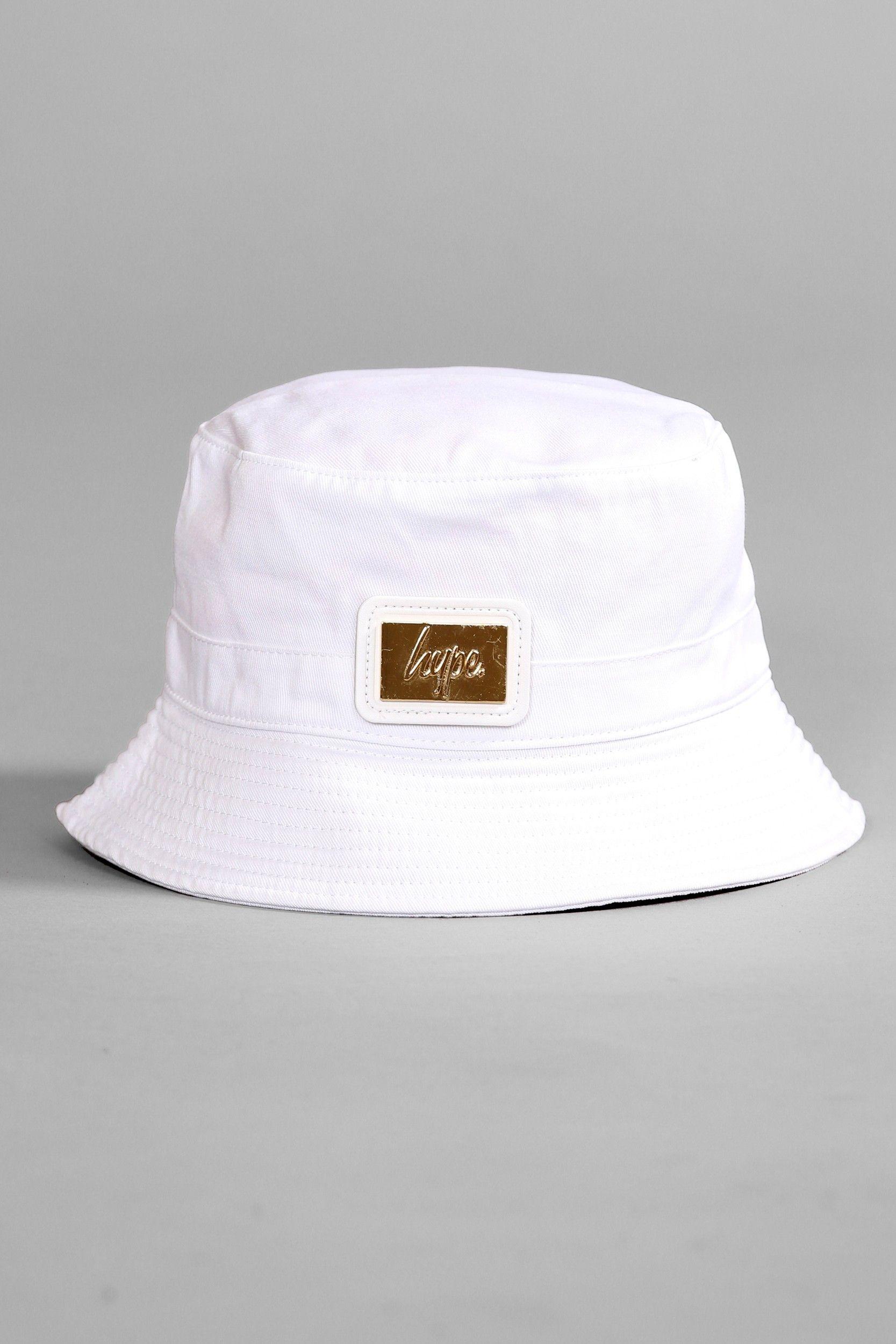 853f9a11d0 WHITE BUCKET HAT WITH GOLD PATCH Baldes, Bonés, Chapéus, Chapéu De