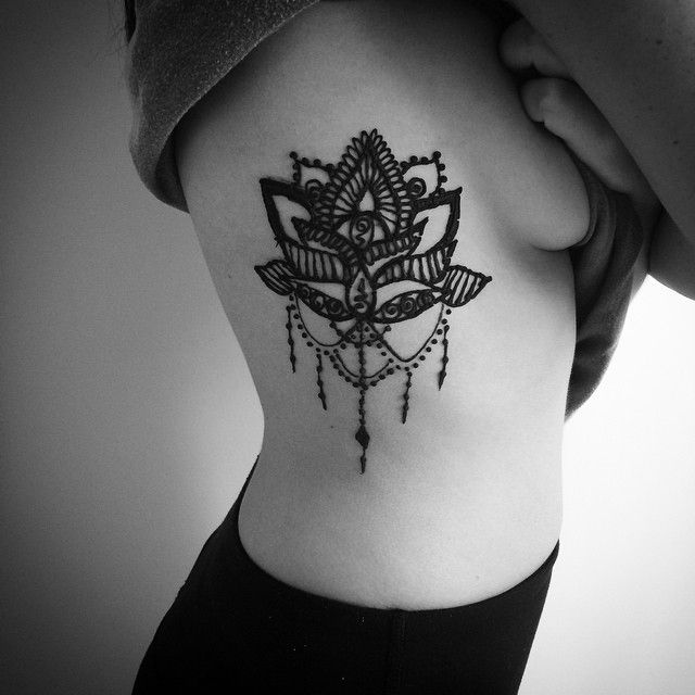 Lotus Flower Tattoo Henna On Ribs Tatuagem Tatuagem Costela Feminina Tatuagem Na Costela