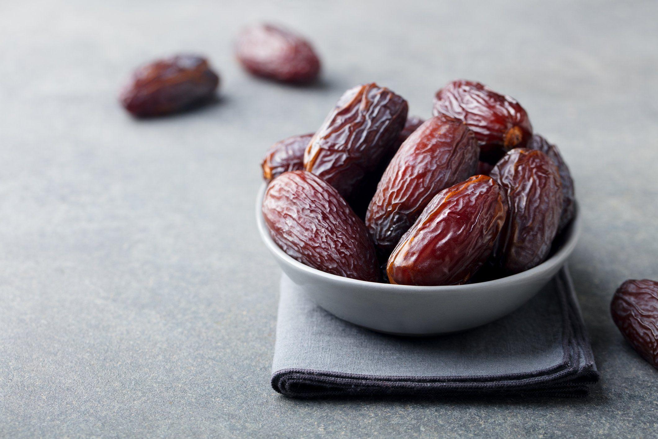 Sunnahs of Eid   Eat Dates in Odd Numbers (1,3,5,7, etc.)