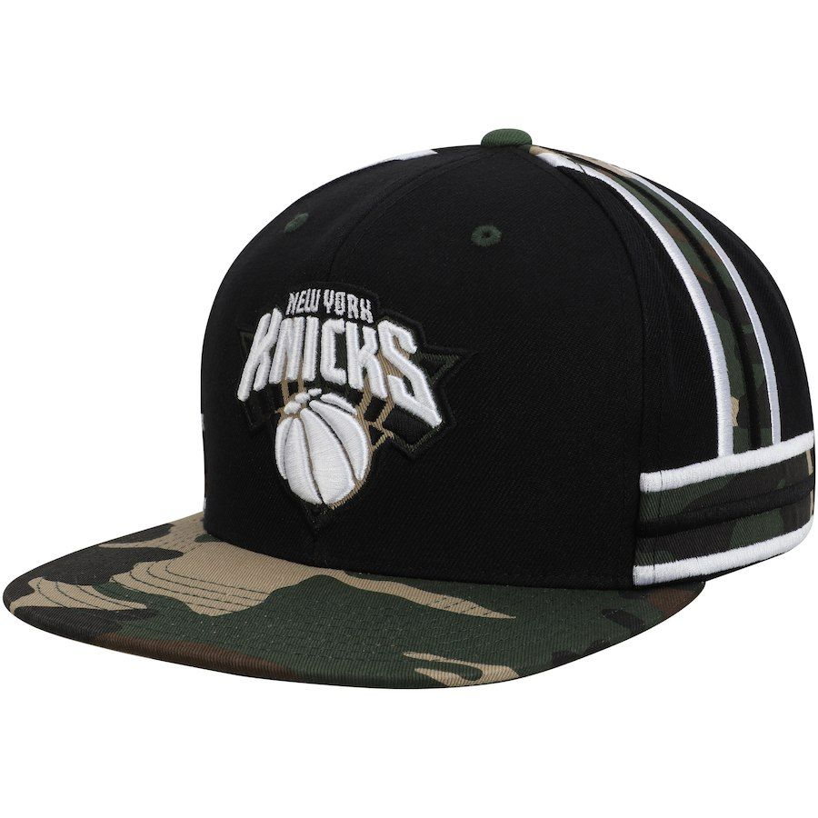 1c3adcbdd87 Men s New York Knicks Mitchell   Ness Black Straight Camo Snapback ...