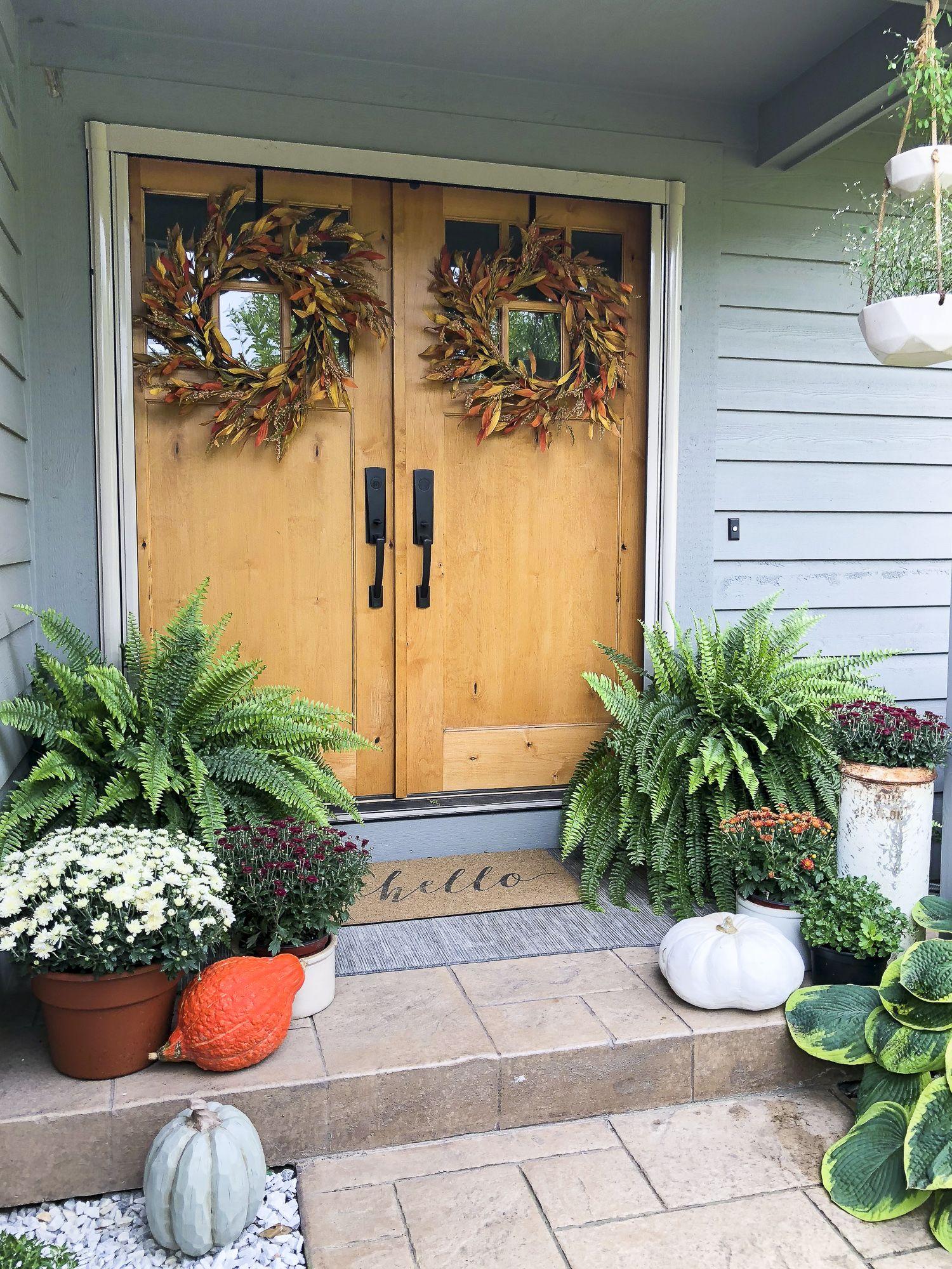 Simple Porch Entryway Fall Decor Fabulous Fall Homes Fall Outdoor Decor Autumn Home Entryway Decor