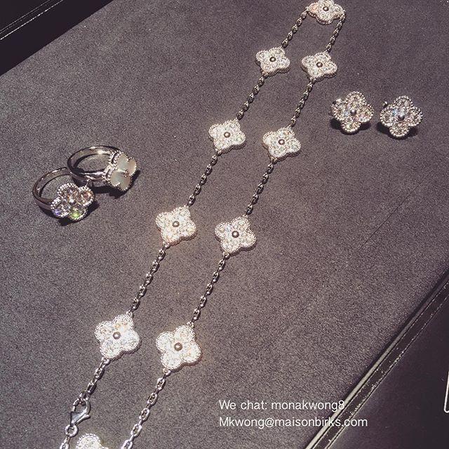 Instagram media mona_maisonbirks - Come choose your #christmas #presents #vancleefandarpels #diamond #vintagealhambra #necklace #earrings #rings #vancleef #maisonbirks