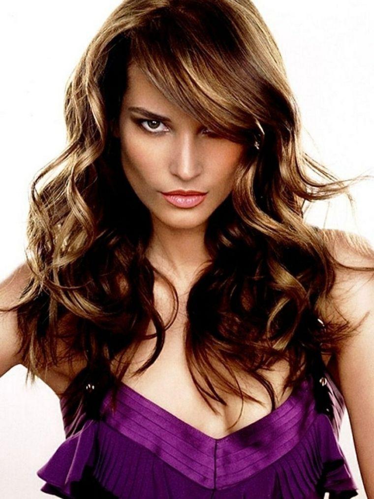 Tagli capelli con frangia di lato