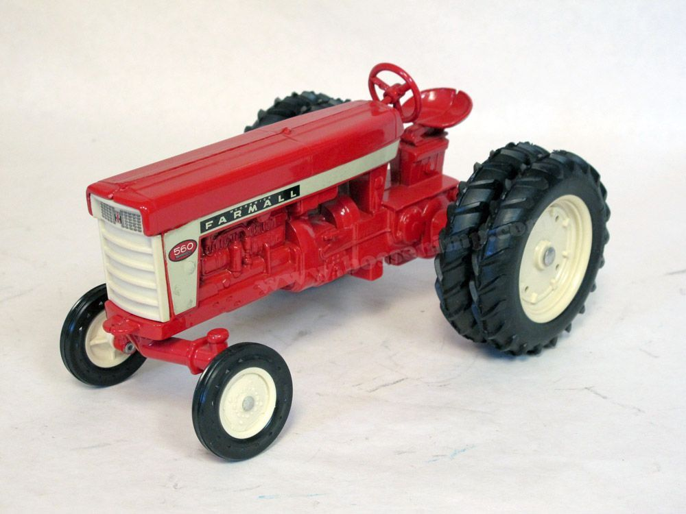 1/16 Farmall 560 WF with duals '79 Toy Farmer w/box $1250 00