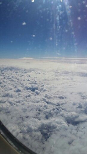 I love taking pics on the airplane!!