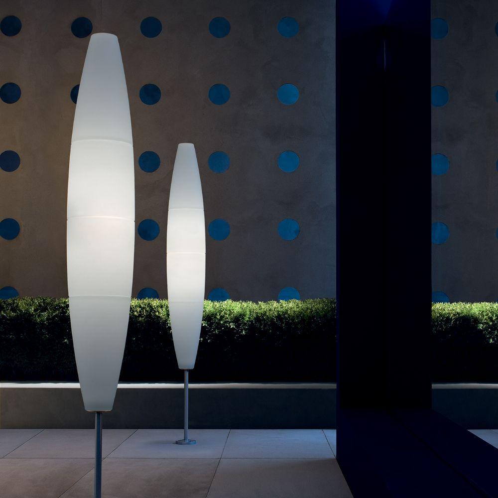 Modernes Design Und Diffuser Lichtschein Sorgen Fur Warmes Ambiente Auf Der Terrasse Oder Im Garten Stehleuchte Outdoor B In 2020 Lichtdesign Aussenleuchten Licht