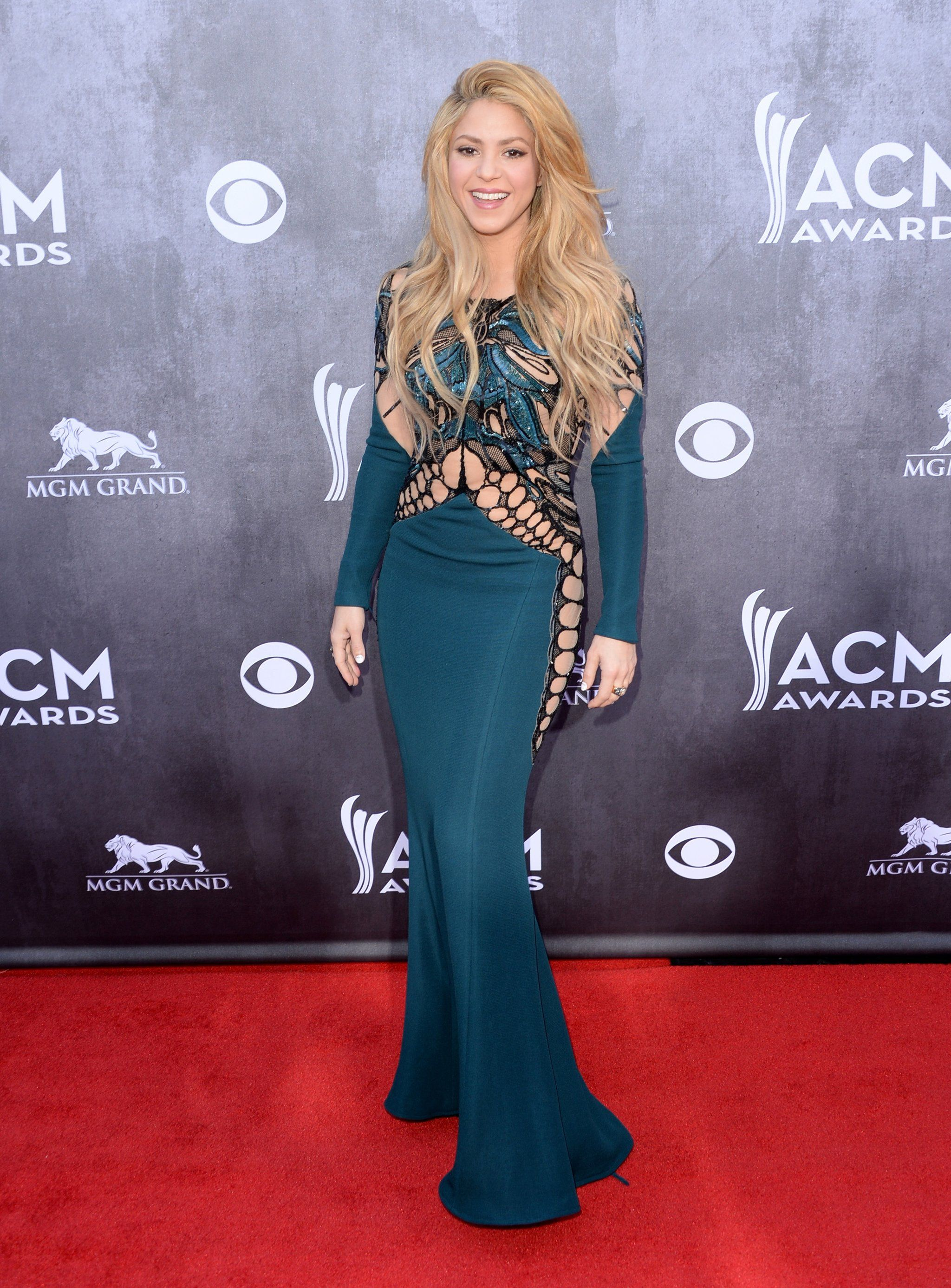 36 Ridiculously Sexy Shakira Moments | Musicians - R&B ...