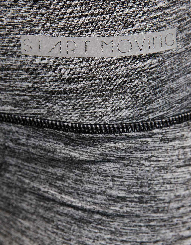 Legging técnico sport costura contraste. Descubre ésta y muchas otras prendas en Bershka con nuevos productos cada semana