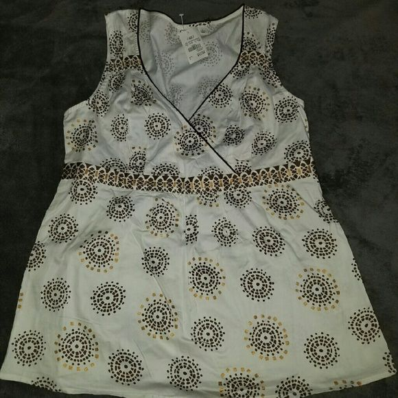 CATO sleeveless blouse White sleeveless CATO blouse, with brown trim and brown circle design. Cato Tops Blouses