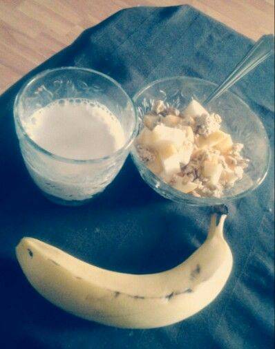 Almond milk, yogurt with apple and granola and a nanner. Yummy healthy breakfast :-)