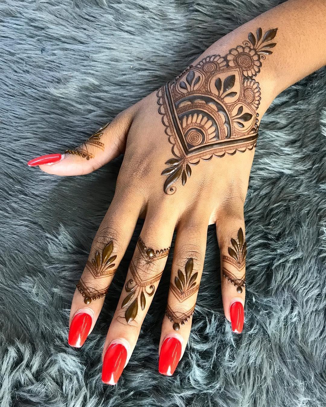 Ideen Mehndi Henna Fingertattoo roter Nagellack #