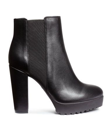 Platform ankle boots in imitation leather. Elastic side panels ... 56203c2a92b0