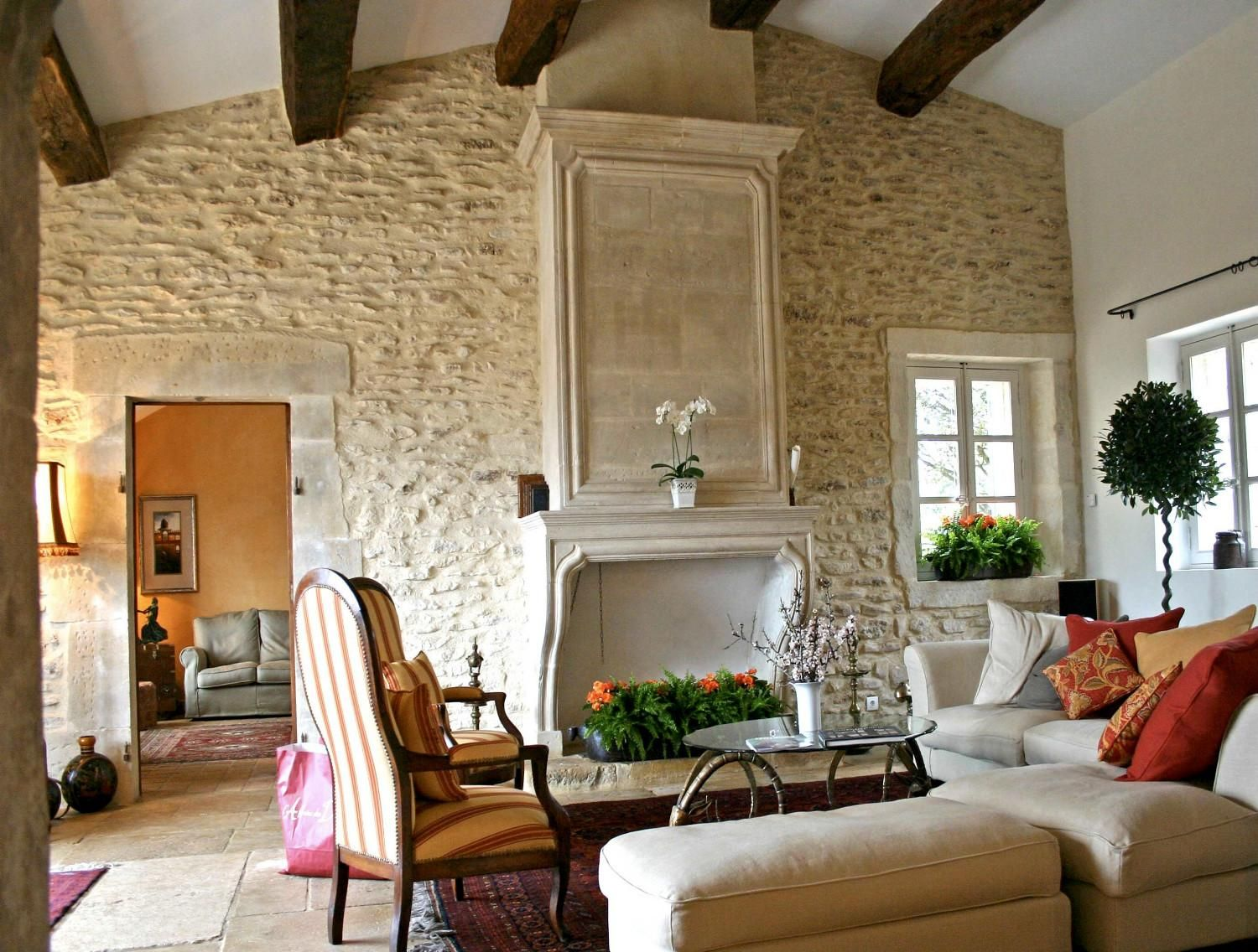 Newly built houses in the Luberon : A Provencal Mas made of stone ...