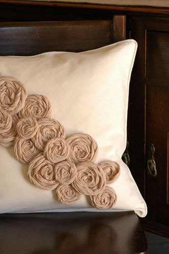 diy rosette pillow...not linen or burlap but would be perfect if it was!