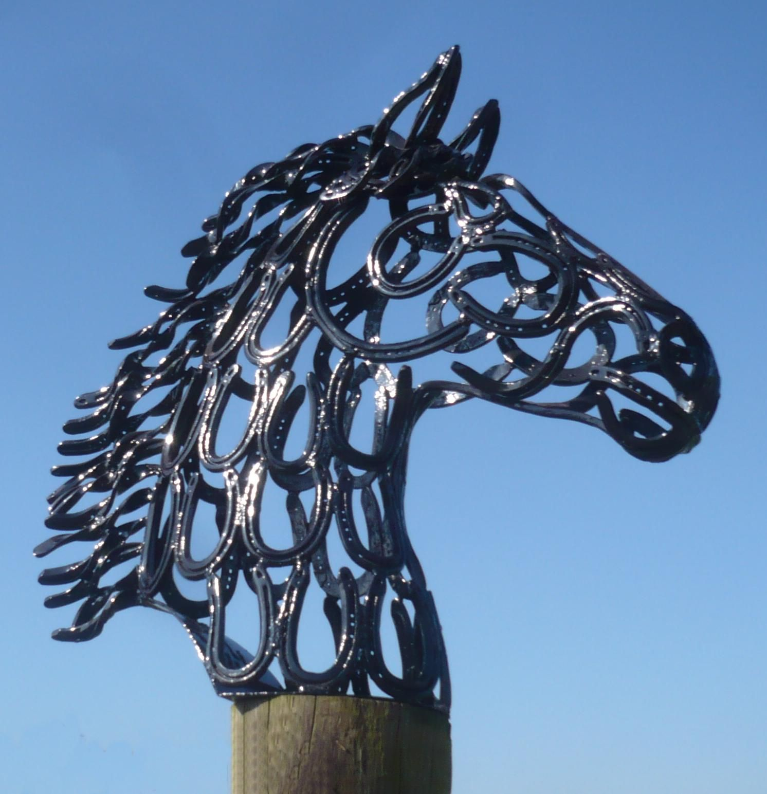horse head made out of horseshoe art metal works. Black Bedroom Furniture Sets. Home Design Ideas