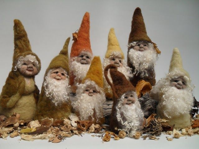"""Foto: Needlefelted cone pixies... between 4"""" and 10"""" in height. Colours chosen for Fall. The fleece for the 'coats' was hand-dyed using natural materials.. dahlia, onion eucalypts etc"""