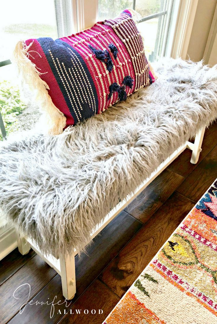 Info's : DIY Gray Faux Fur Bench by Jennifer Allwood | Luxe and LiVed in | Comfy Glam Style | Home Decor Ideas | Boho Office Decorating Ideas | Grey | Faux Fur Bench Cover | Upcycle | Bench Upgrade | #garagesalefind #thriftstorefind | Thrift Store DIY | Faux Fur Bench DIY | #glam #homedecor #decoratingideas #DIY #diyhomedecor #howto #boho #recycle #repurpose #upcycle