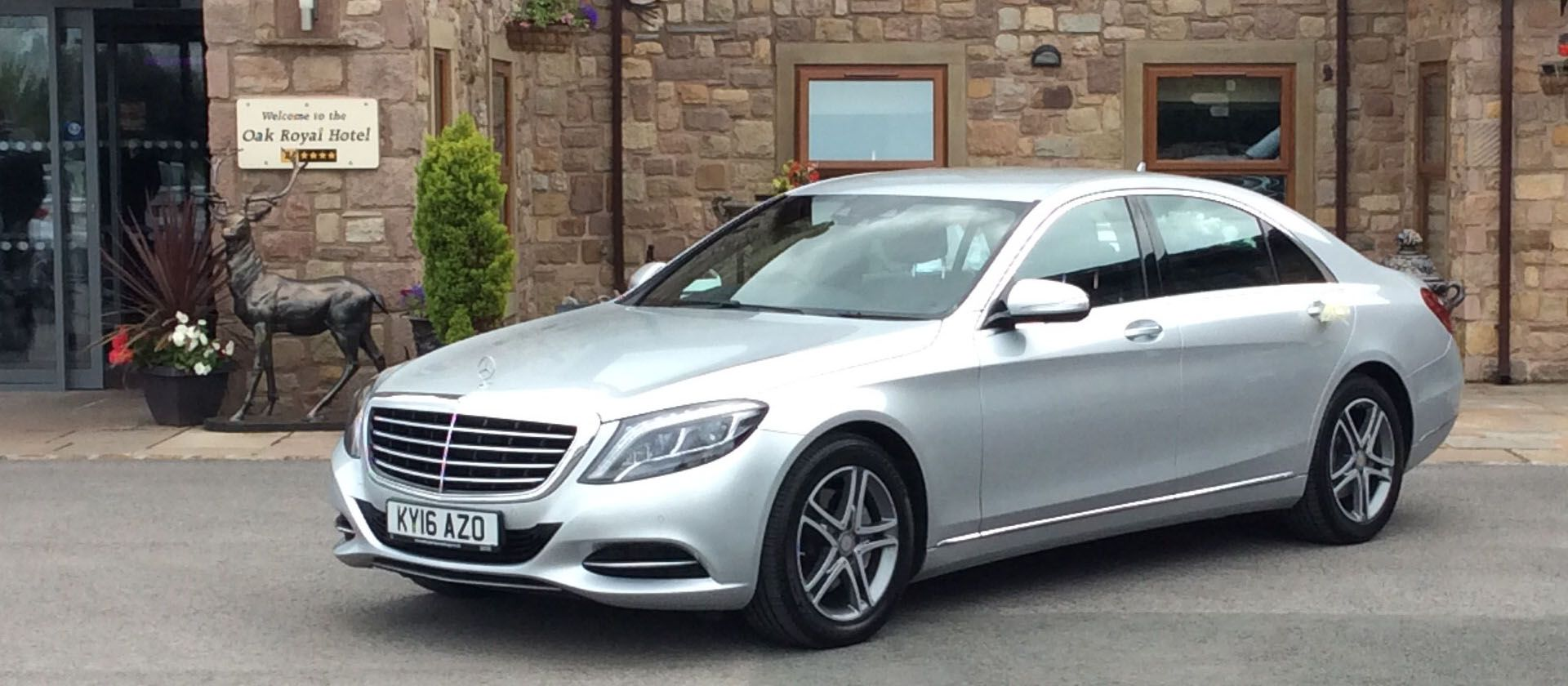 Pre Booking A Taxi Or Private Hire Airport Transfers Leeds Removes