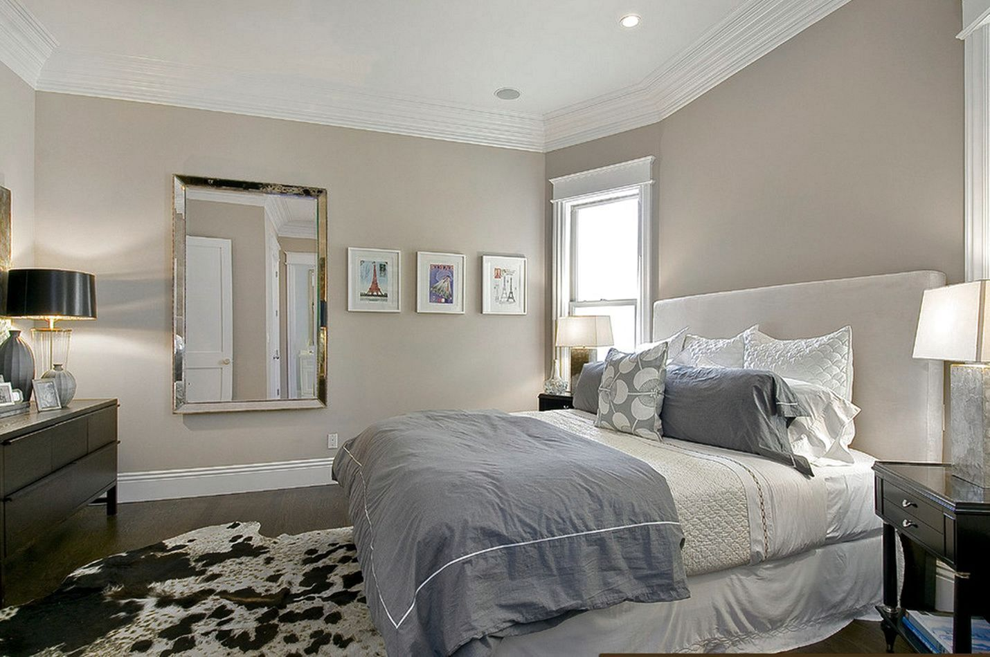 25 Relaxing Master Bedrooms With Lovely Wall Paint Color ...