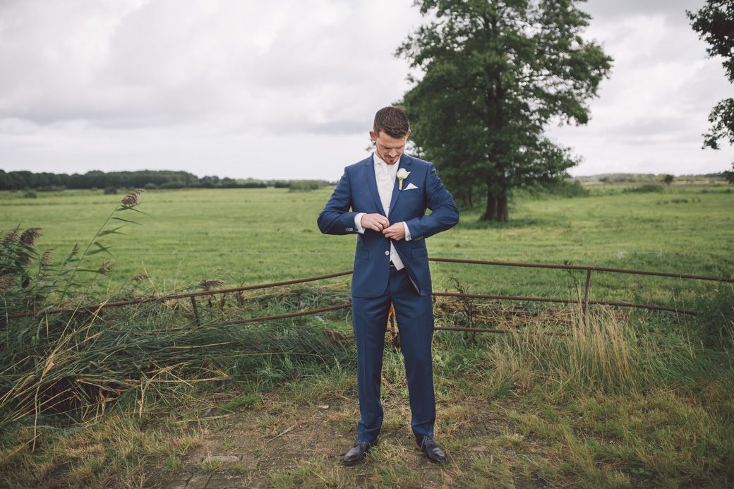 Bruidegom, groom blue suit, Photo by Sjoerd Banga, © Banganimation
