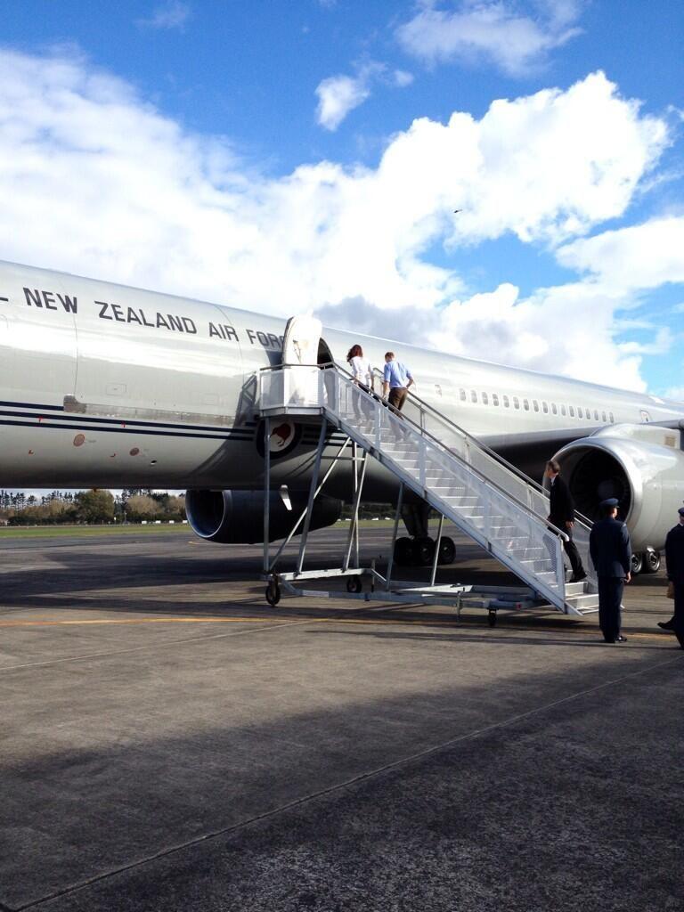 Bye, Auckland! #RoyalVisitNZ pic.twitter.com/SFKxt4oQAp