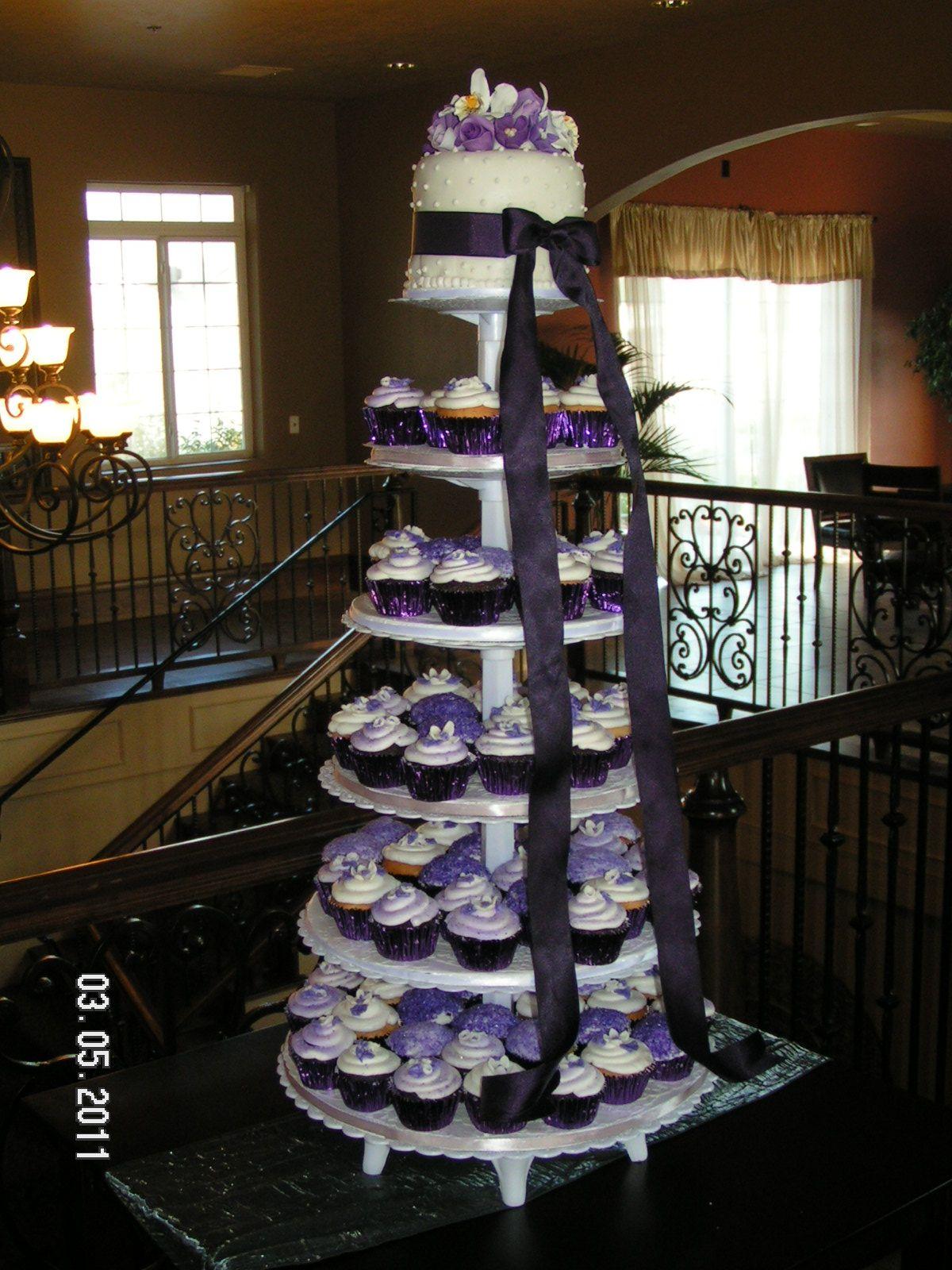 Black and white wedding decor ideas  Bridal Cakes by Yvonne  WeddingDecorating Ideas  Pinterest