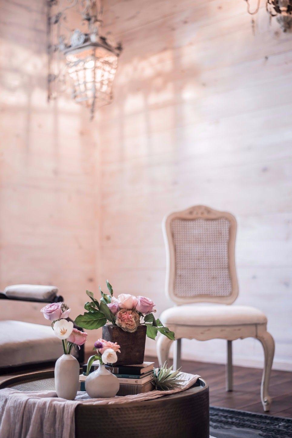 Wedding sitting area by Pure Vintage Rentals Creative